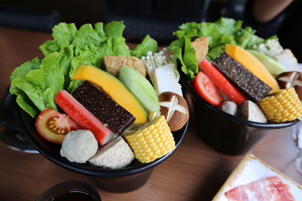台中50年老字號平價火鍋店,爆量肉盤只要330元,可麗亞石頭火鍋
