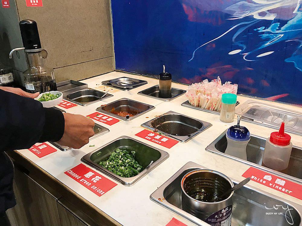 一級棒讚火鍋 台中忠孝夜市平價個人小火鍋,白飯、冰淇淋和飲品吃到飽,消費還可兌換免費霜淇淋!