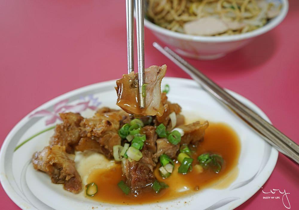 澎湖人蛋黃麵|澎湖城隍廟前的排隊小吃攤
