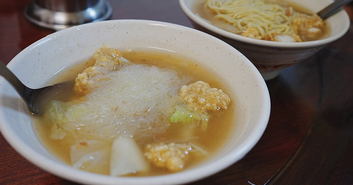 香亭土魠魚羹 澎湖馬公文康商圈早餐,酸甜勾芡湯頭和外酥內嫩的土魠魚塊,但就是土魠魚塊份量稍少又小塊!