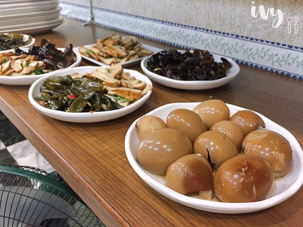林家素食 台南成功大學平價素食推薦,素食港式蘿蔔糕與砂鍋麻油麵線試過就忘不了!