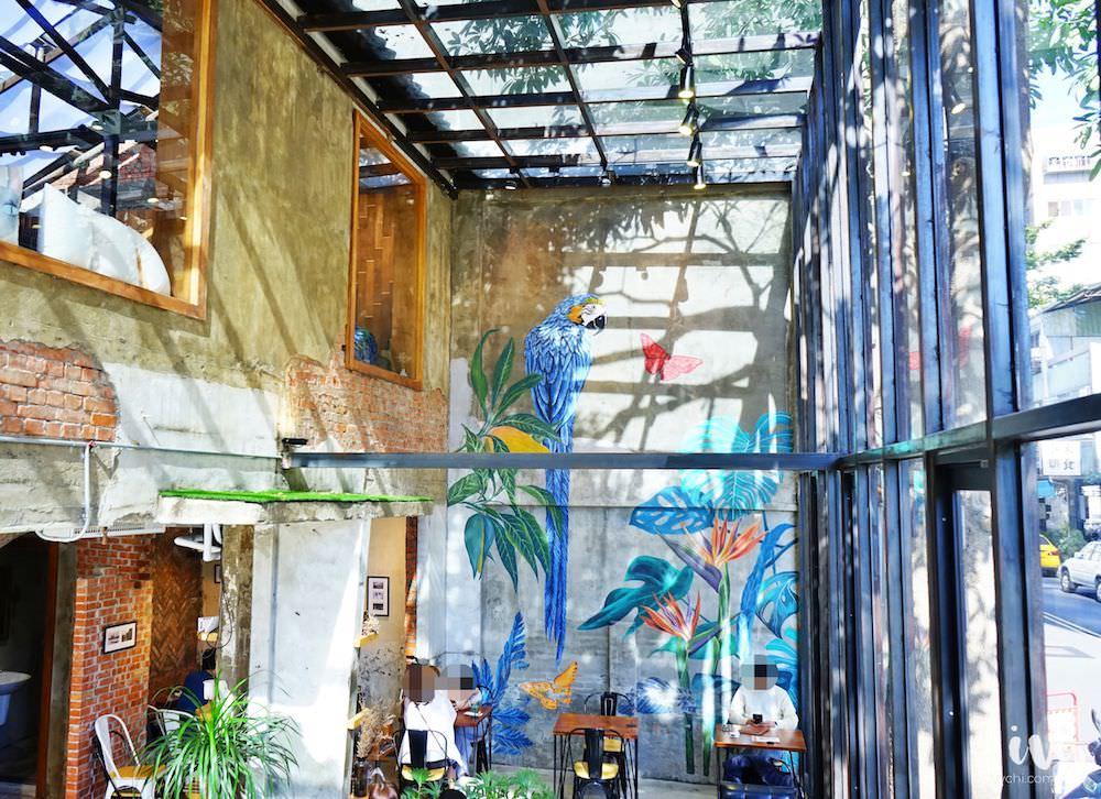 堅果小巷 Heynuts alley cafe 台中IG早午餐咖啡廳,全新老宅改造的玻璃屋,還可欣賞叢林彩繪牆!(好堅果二店)
