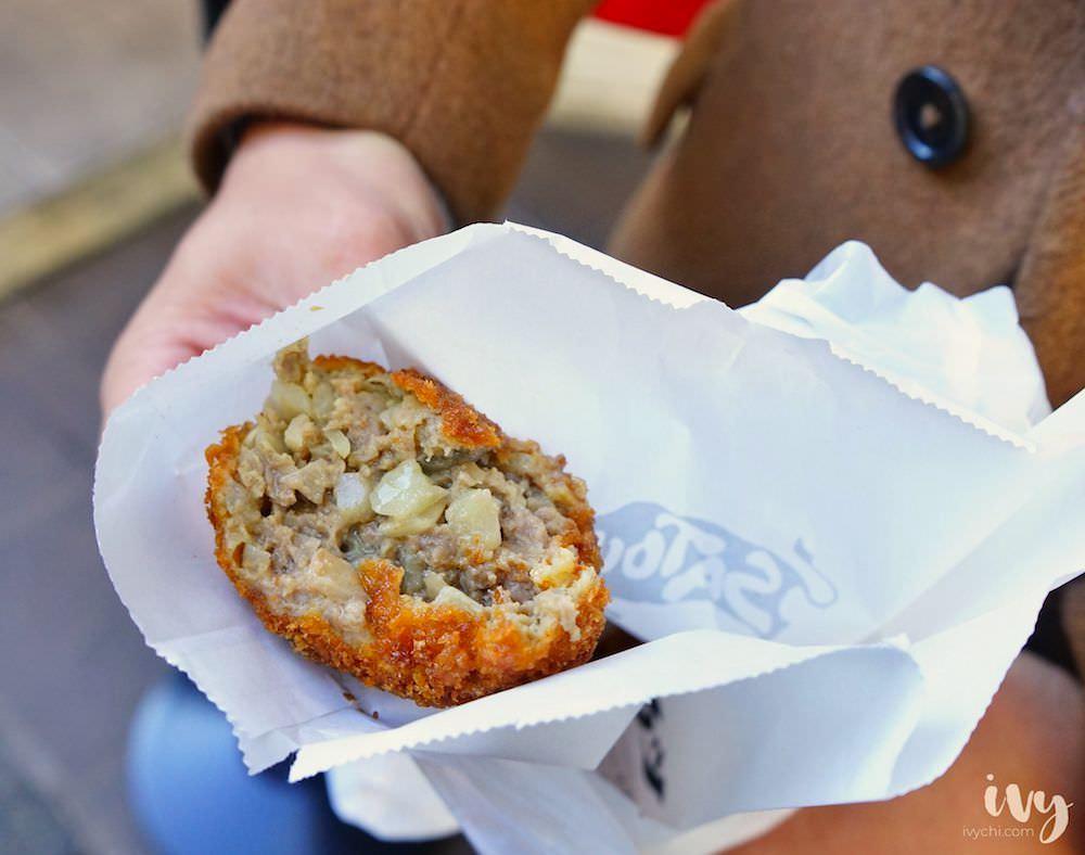 黑毛和牛炸肉餅SATOU|東京吉祥寺商店街必吃會噴汁的炸肉丸,一顆240円,晚來吃不到~