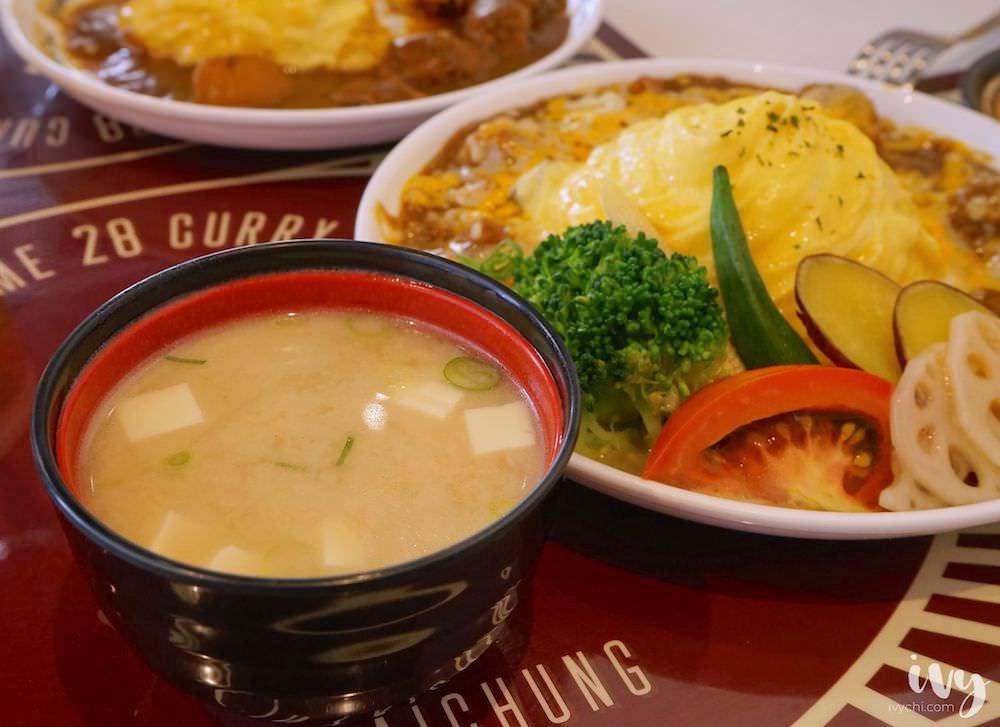 Home28咖哩專門店|台中西屯美食,季節咖哩搭多汁肉丸+起司,再加上華麗旋轉蛋包,讓人拍不停!