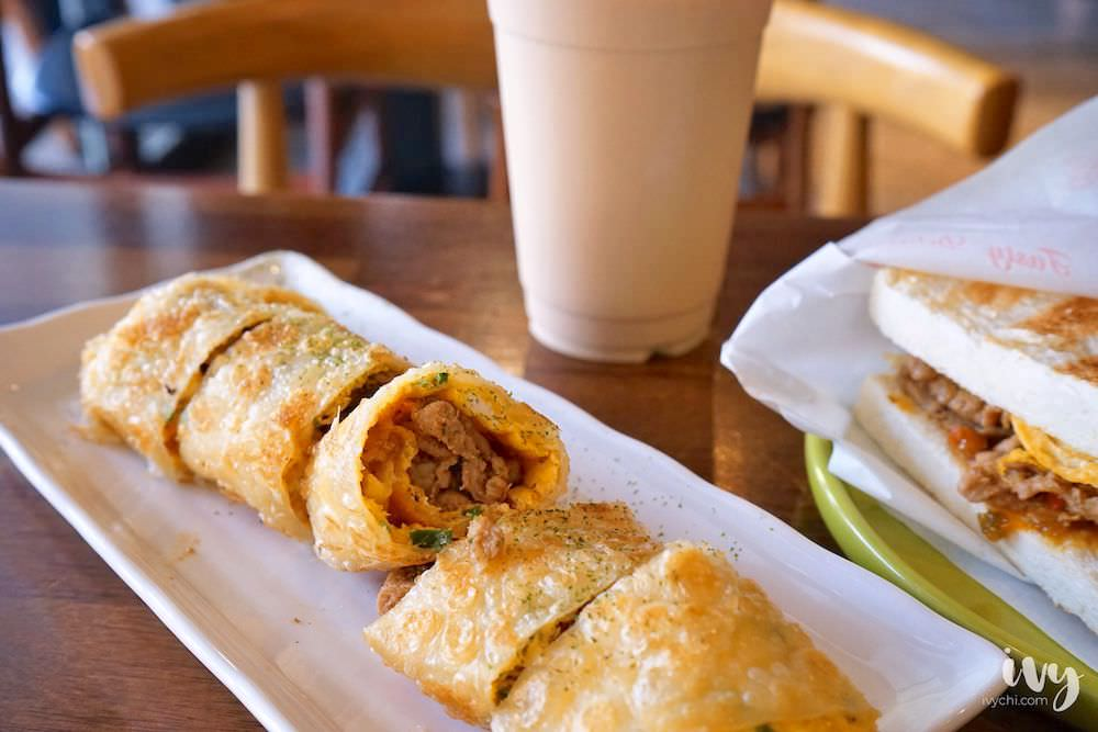 朝氣美濃商行 |台中中國醫旁的早午餐店,現煎金黃微酥的蛋餅,推薦鹹香微辣的剁椒肉蛋吐司!