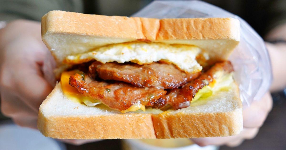 太陽蛋廚房 |台中西區早午餐店 ,早餐推薦爆肉吐司夾蛋、現烤滿料燒餅,再來杯西瓜汁!