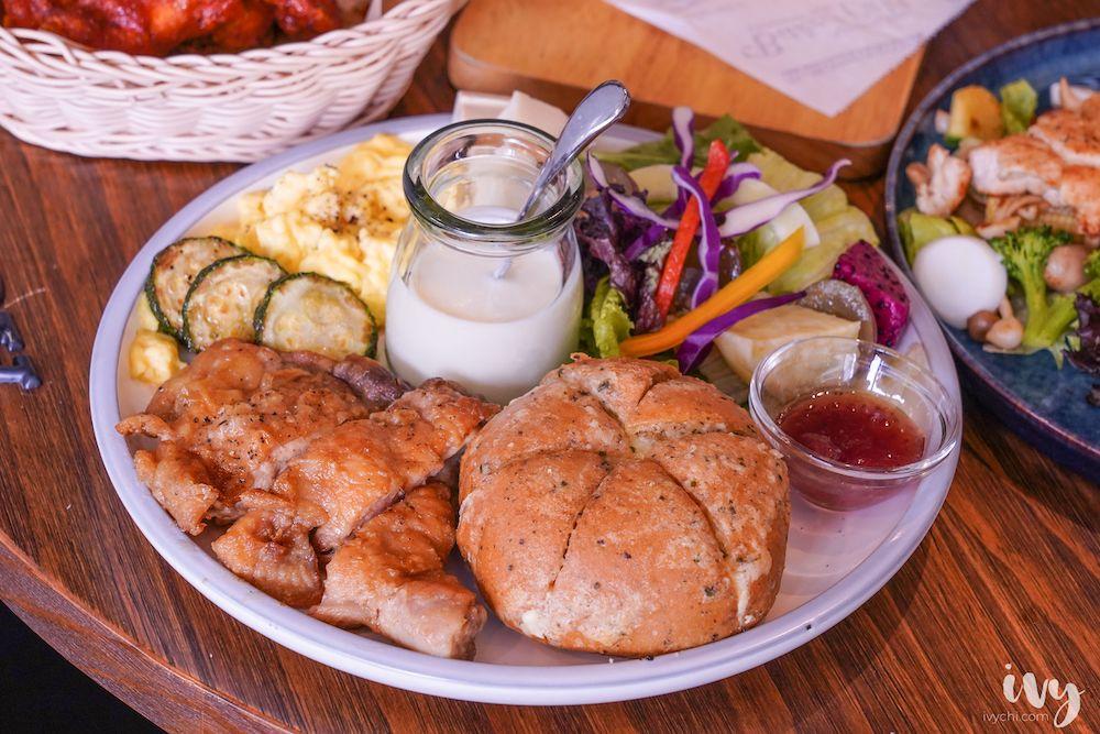 不只是咖啡 |台中北屯平價早午餐,好評不斷就連平日也都客滿,必推爆漿香蒜麵包和輕食溫沙拉!