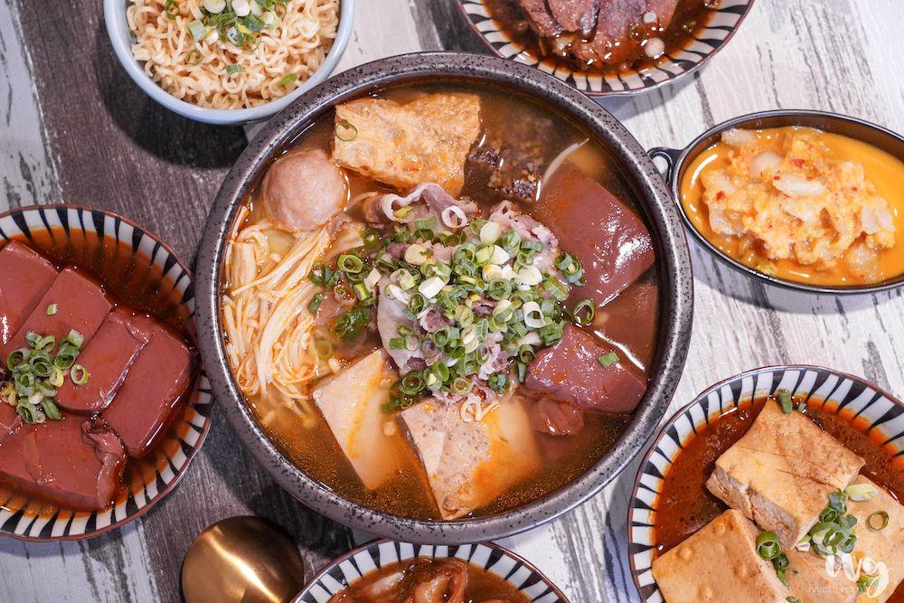 滿頭汗鴨血臭豆腐  台中北區新開麻辣鴨血臭豆腐,6種料只要75元起,還必點大腸頭。近台中二中