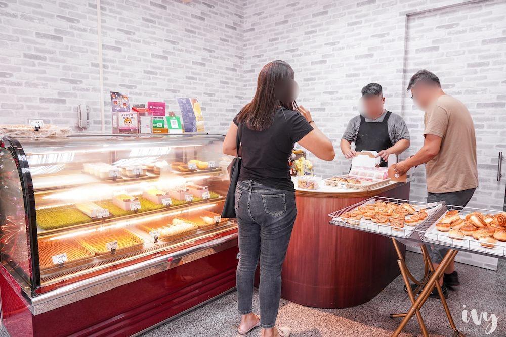 貝蕾特甜點屋  台中健行路IG美食,每天兩點半新鮮出爐的手作上海脆皮烤饅頭,一顆只要7元,打卡還送2顆喲!