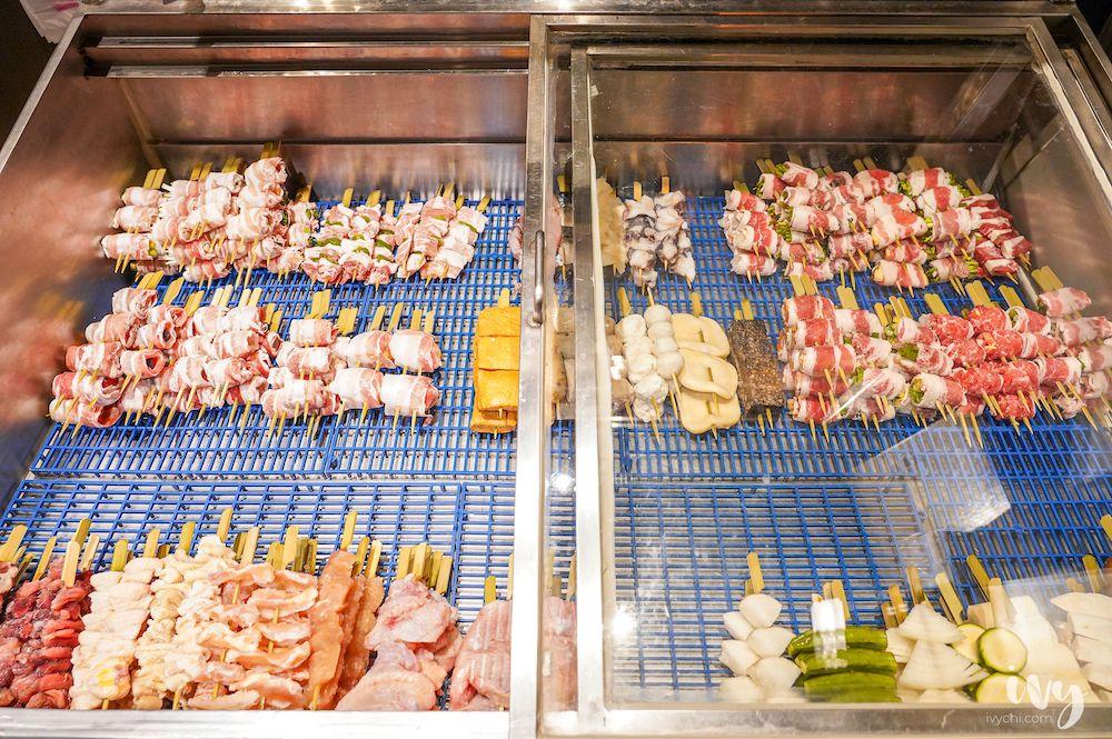 桃園中壢宵夜新選擇!平價串燒炭火手烤,還把草莓、葡萄蘋果包入肉串!熾焰手串
