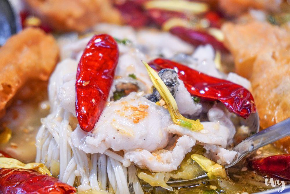 刁民酸菜魚崇德店 |台中不接受訂位平日也客滿的宵夜美食,香辣脆爽酸菜魚片很開胃也能外帶哦!