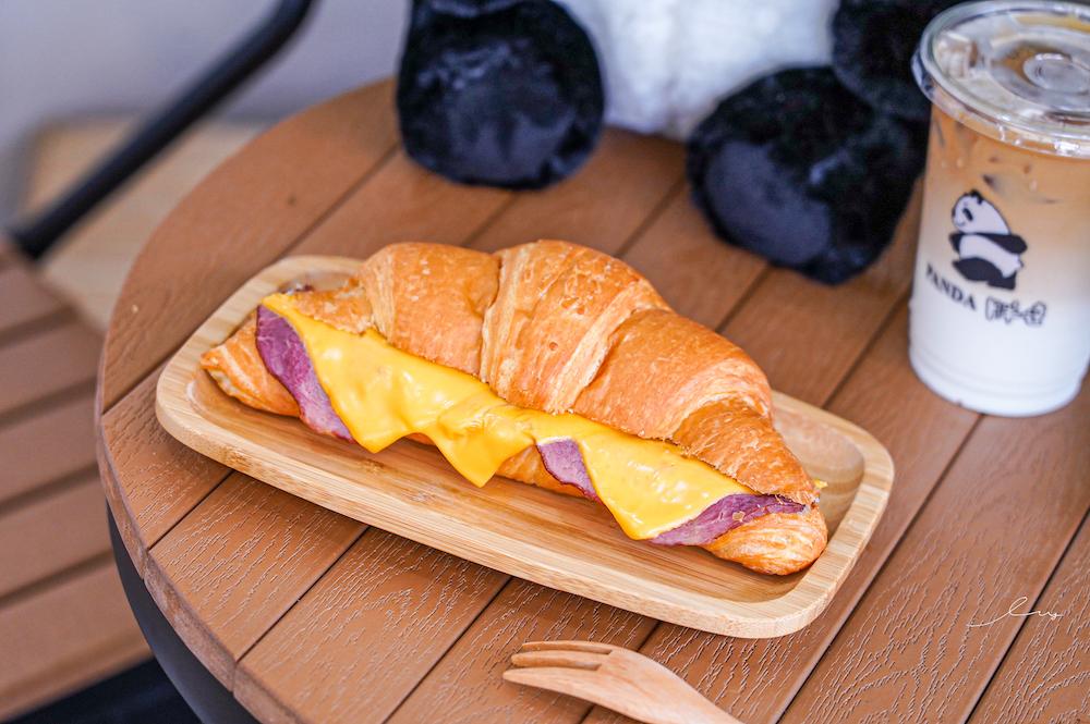 胖達咖啡 太平勤益店 台中太平美食,只要45元起就有熱壓吐司、手沖咖啡,還有可愛熊貓陪你作伴!