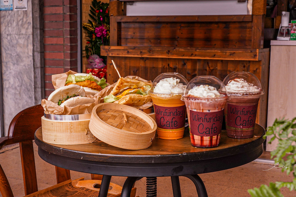 大芳文咖啡  台中南區早午餐推薦,13種刈包口味35元起就能吃到,必推古早味酸菜扣肉和泰式奶茶!