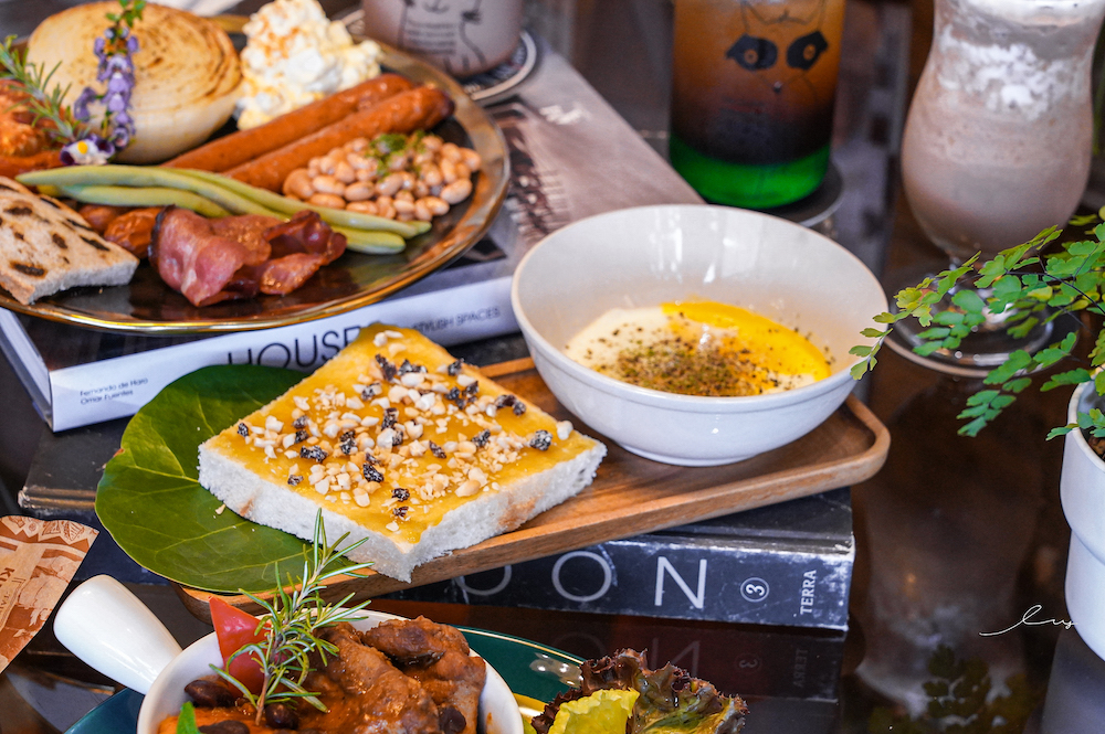 犀牛咖啡  台中南區美食,結合早午餐和傢俱店的複合式咖啡廳,彷彿就在叢林用餐!