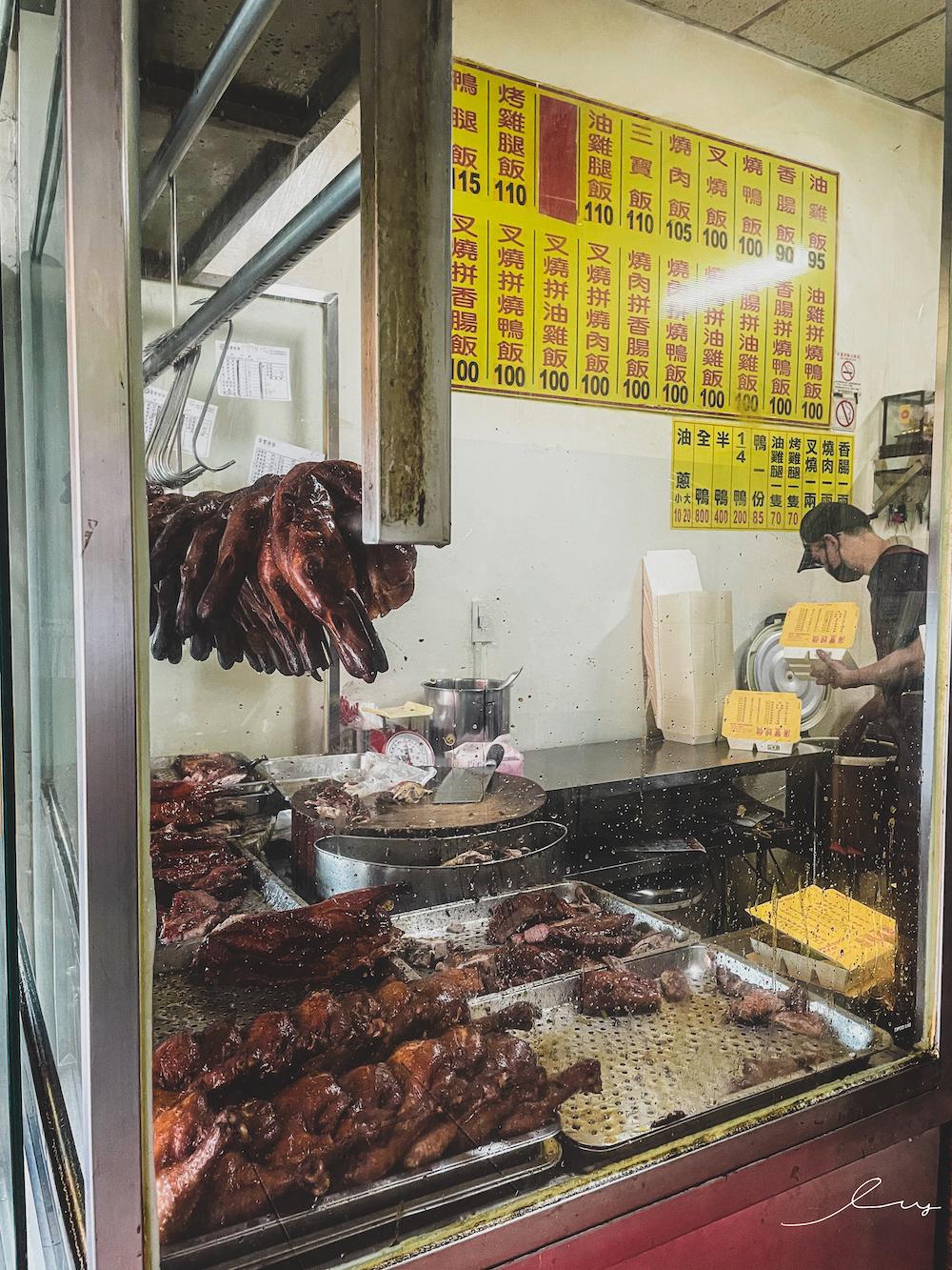 廣豐燒臘便當  台中便當推薦,叉燒油雞用料裝到合不起來,難怪天天都有排隊人潮!