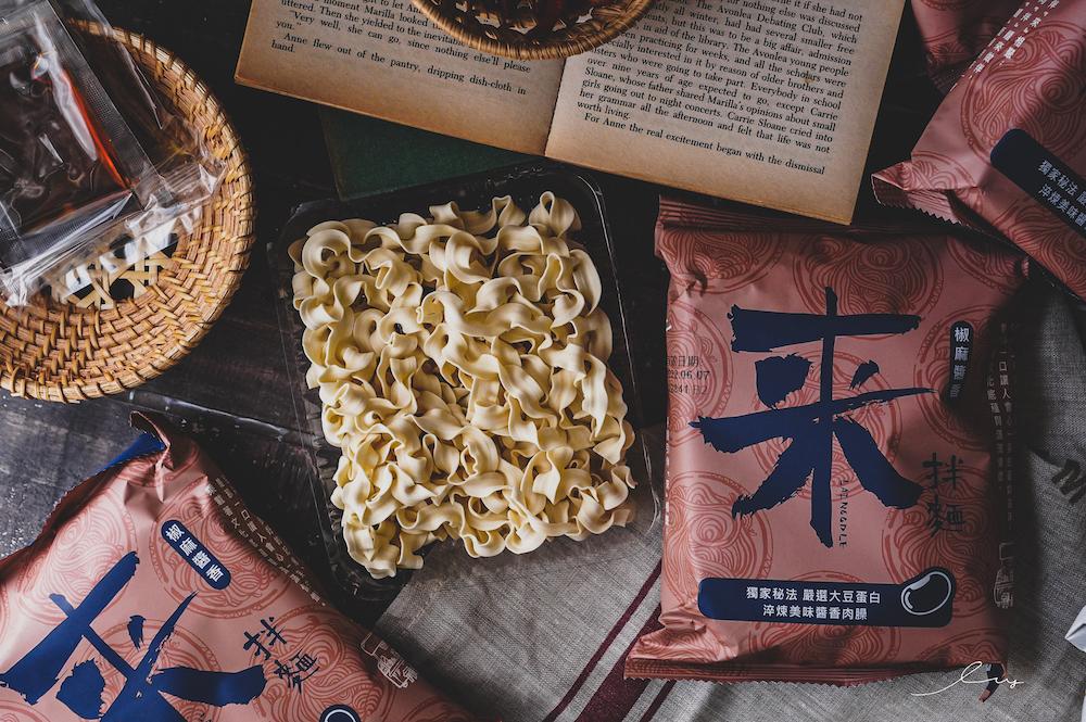 漢來美食來拌麵 |林美秀最愛的五星級拌麵,Q彈關廟麵加上秘製醬汁超銷魂!