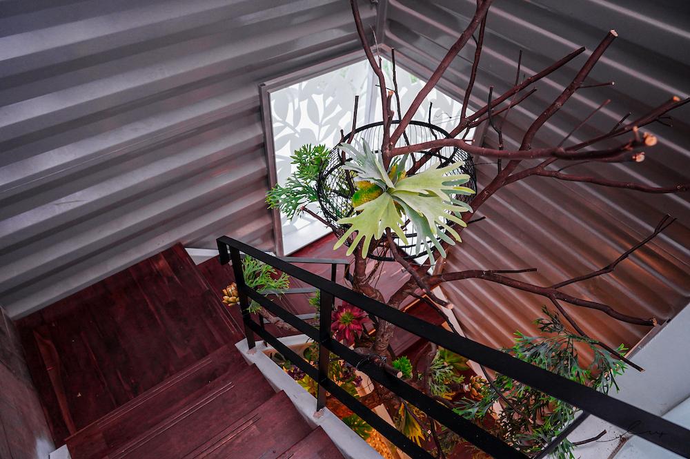 林森67  台中超美森林系咖啡廳!隱藏在市區的純白貨櫃玻璃屋,還能吃到義式料理、下午茶甜點!