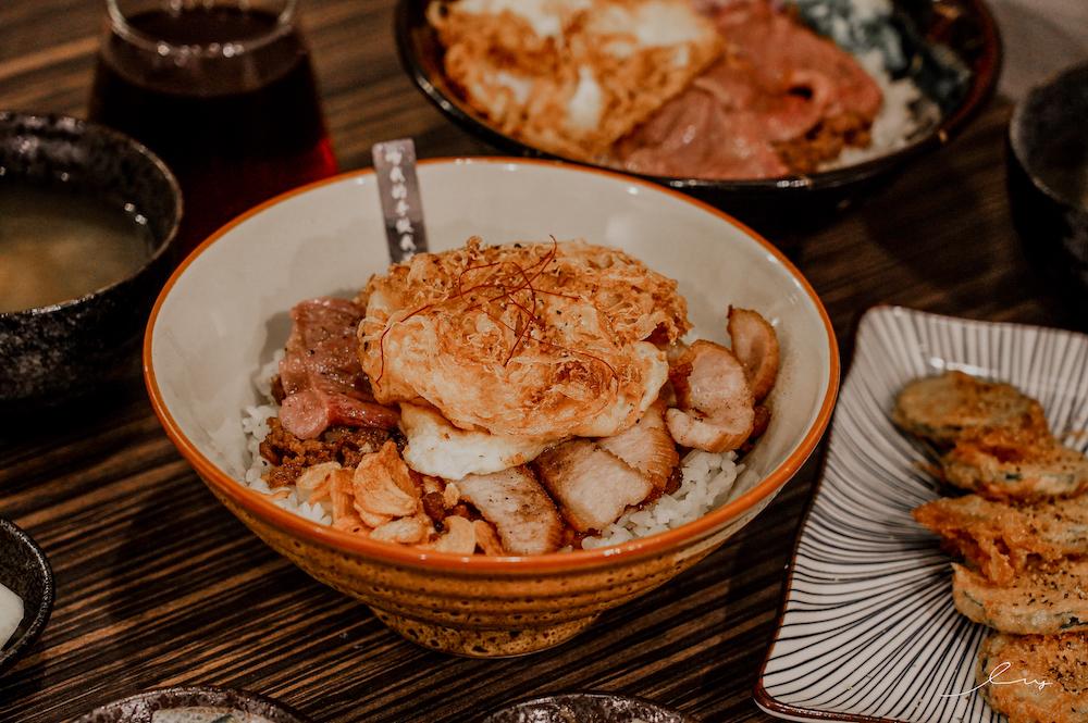 渣女深夜和牛燒肉燥飯  台中勤美美食推薦,滿滿和牛香的牛燥飯太迷人,讓你凌晨2點半宵夜美食時段也能吃到!