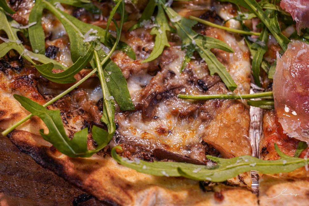 有種 PIZZA STARTER  台中超萌披薩推薦,吃得到酥脆現烤的窯烤披薩,搭配粉色貓咪外盒超療癒!