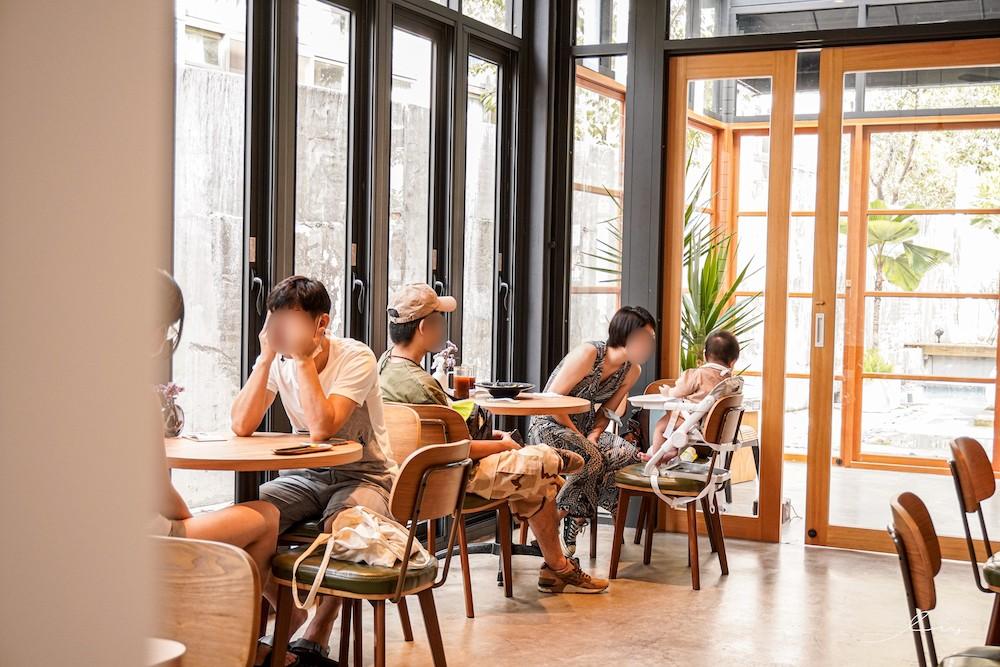 茉莫La monmon |台中霧峰早午餐咖啡廳,隱藏版玻璃屋和庭園超好拍,座位還都有插座可以使用!
