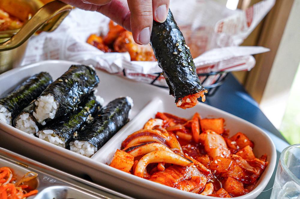 懂滋咚吃韓風早午餐 |台中北區早午餐,平價韓式料理必點部隊鍋、忠武捲,還有銅板價的炸年糕,近中國醫藥大學!