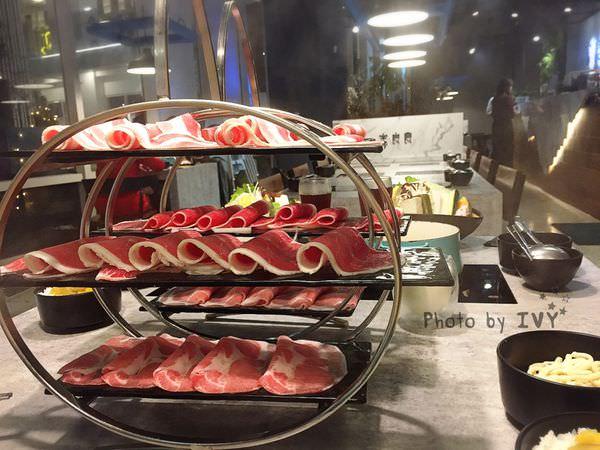 宇良食 中科國安店||台中米平方商圈Tiffany藍的鑄鐵鍋熬煮現剖的波士頓龍蝦,海陸一次大滿足