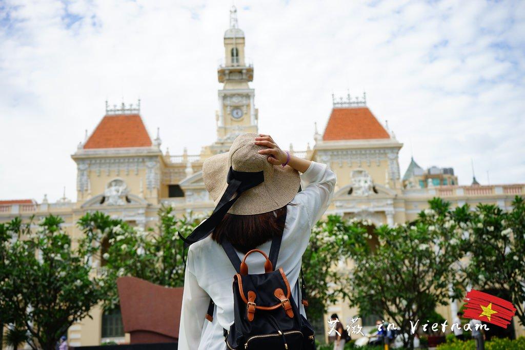 胡志明人民委員會大廳 /胡志明市大劇院/西貢歐式酒店    胡志明市區必遊景點,身歷法國浪漫藝術風情的情境中,久久無法跳脫當下的衝擊